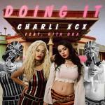 Charli XCX – Doing It ft. Rita Ora 歌詞 和訳